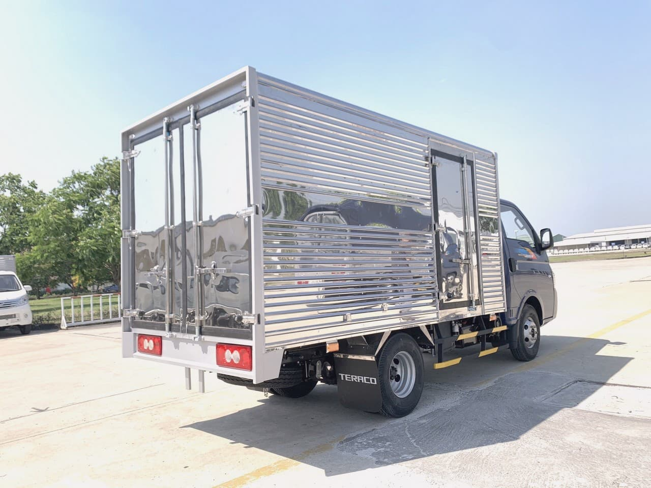 Thùng xe tải Tera 180